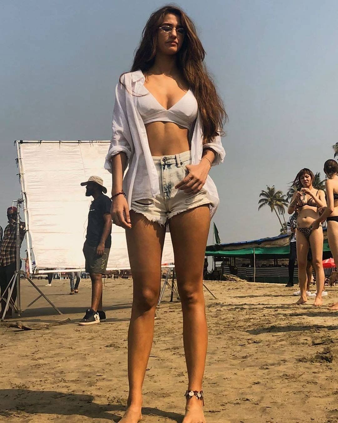 @dishapatani treats her fans with a BTS from the sets of 'Malang' @thesince_news  . . . #dishapatani #instalike #love #hot #dishapatani #bts #malang #gorgeous #smile #pose #bollywoodactress #sunkissed #thesince