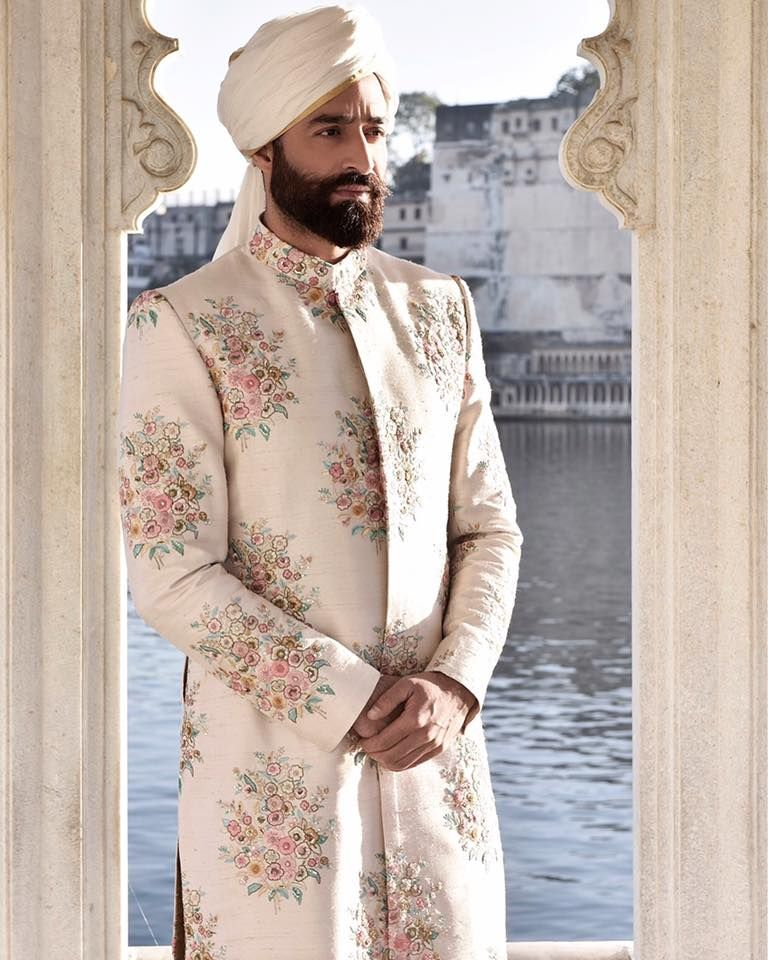 Sabyasachi Mukherjee. Indian Couture. (With images