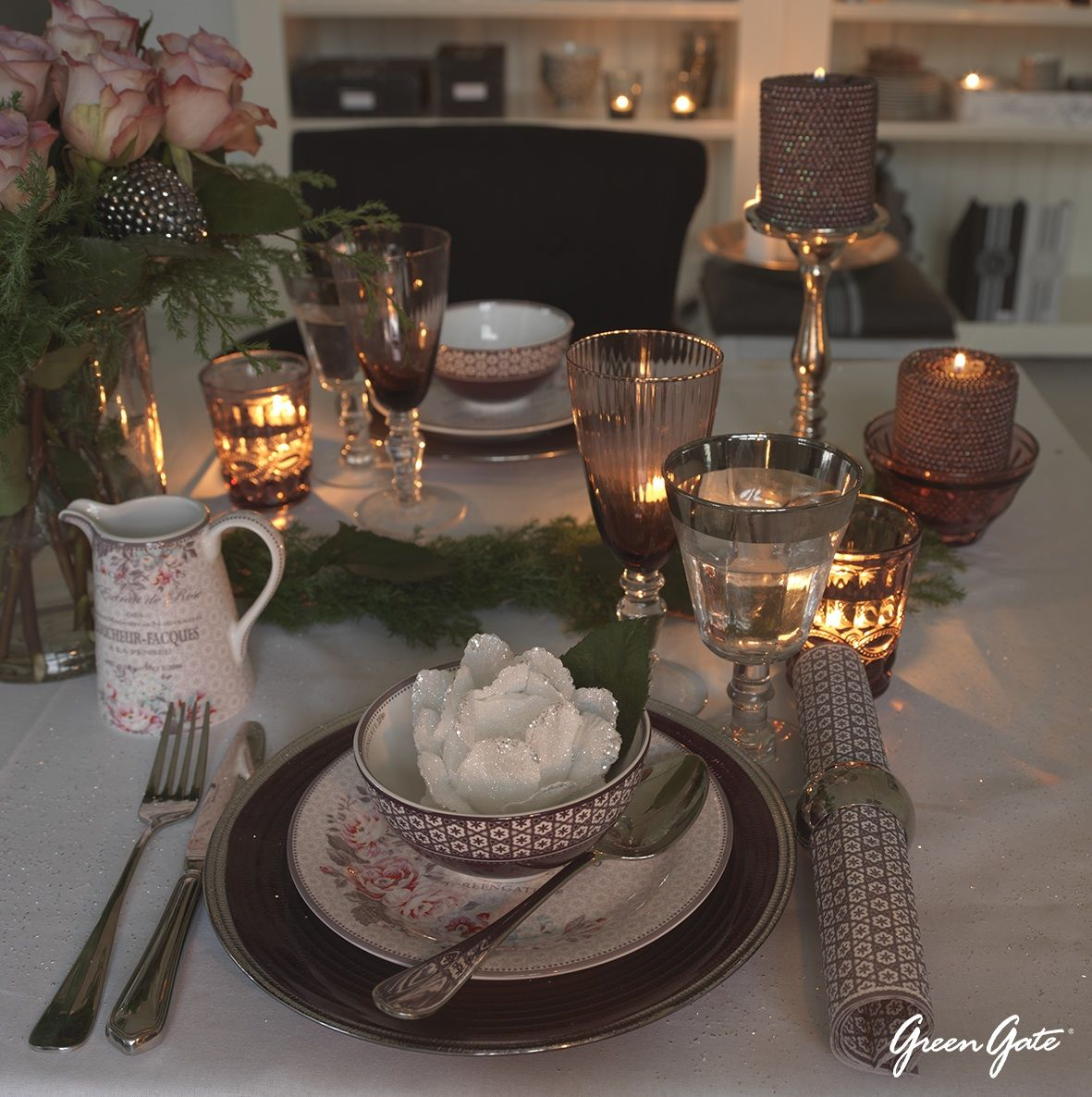 Beautiful Table Setting From Greengate Copenhagen Combines Charming Vintage Floral Pieces With Table Settings Beautiful Table Settings Entertaining Tablescapes