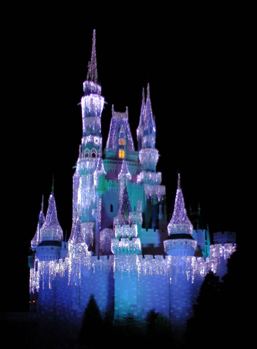 mickeys very merry christmas party 2016 cinderella castle icicles - Violet Castle 2016