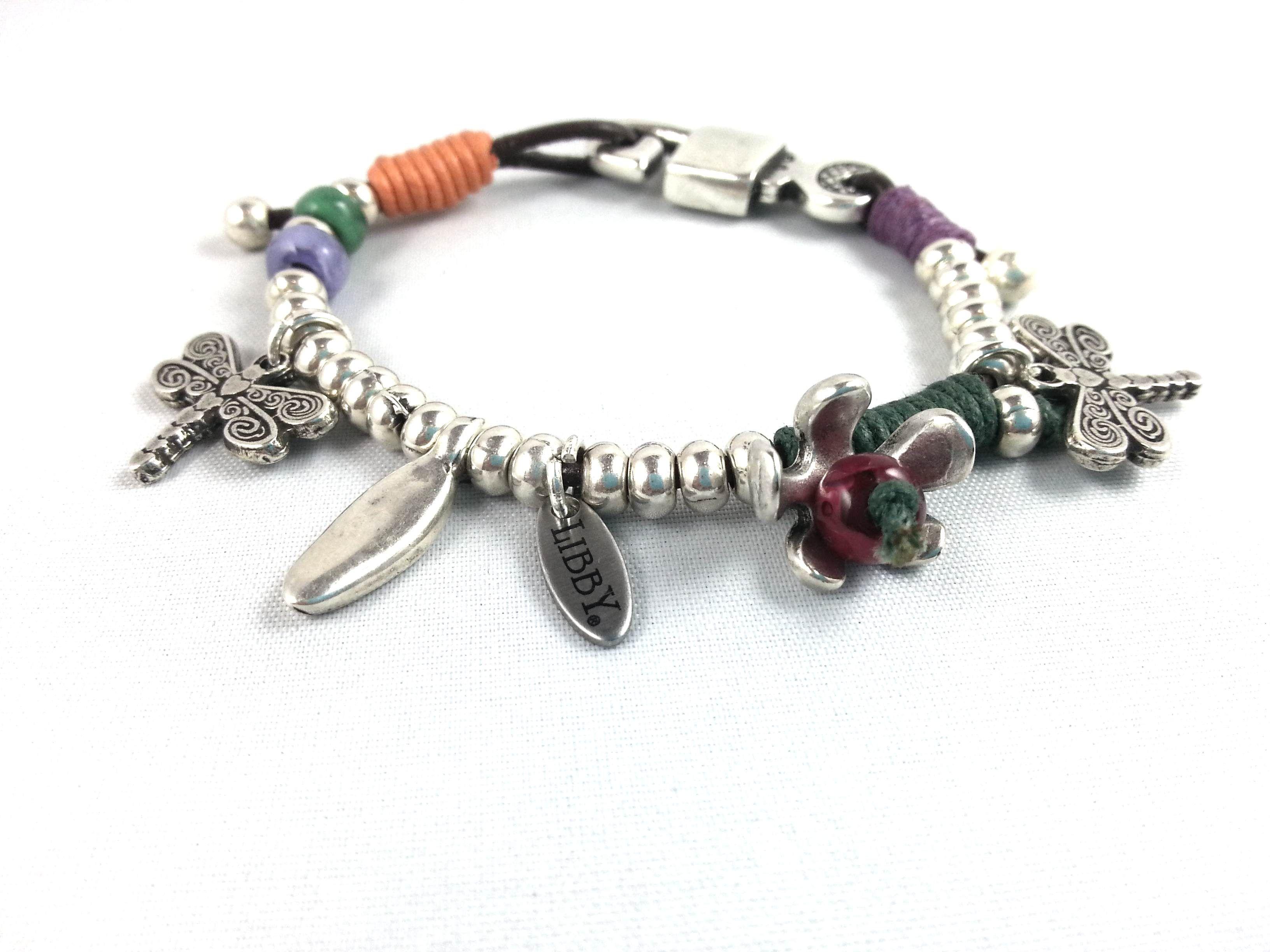 http://libbycomplements.com/pulseras/pulseras-ba-o-plata/pulsera-ba-ada-en-plata-y-resinas-e-hilos-de-colores