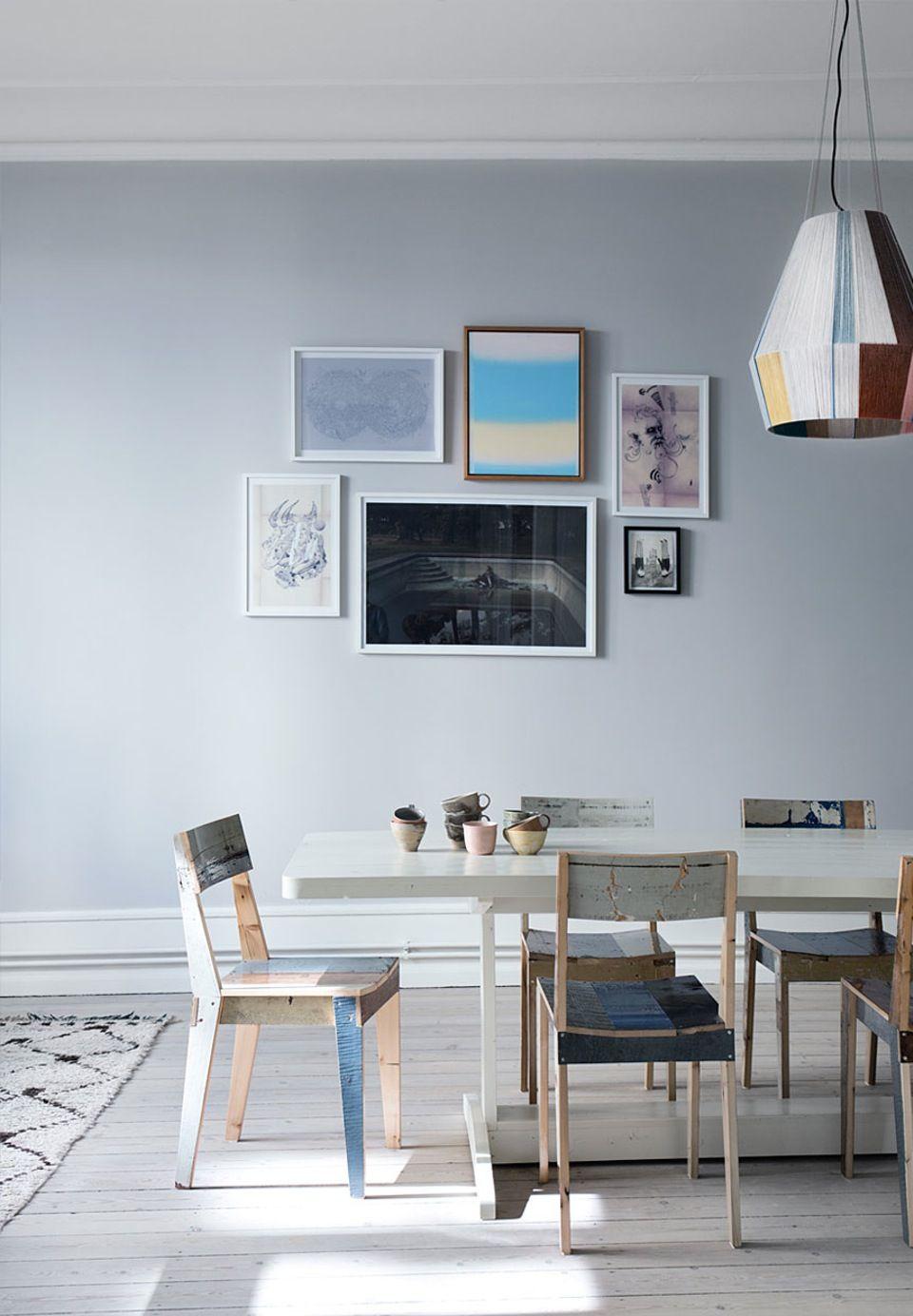 Spisebord og stole fra Piet Hein Eek, lampen er lavet af den ...