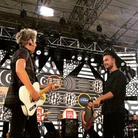 Liam and Niall on stage at GMA 04/08/2015