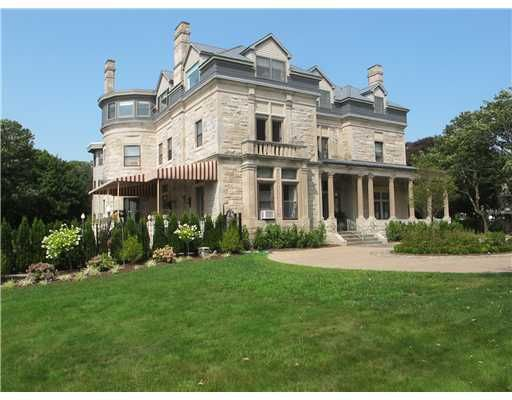719 Bellevue Avenue Newport Ri An Oceanfront Mansion With A Pool And A Beautiful Deck Luxury Real Estate American Mansions Estate Homes