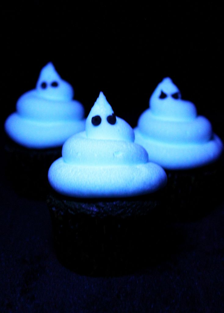 Glow in the dark frosting... the trick is using Tonic water!