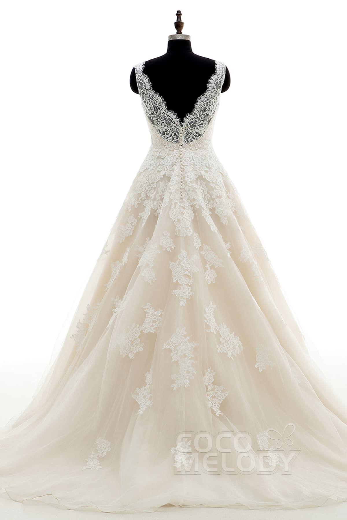Schickes Brautkleid in A-Linie mit V-Ausschnitt und Hofschleppe, aus ...