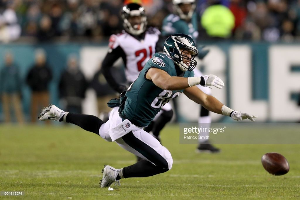 News Photo Zach Ertz of the Philadelphia Eagles misses a