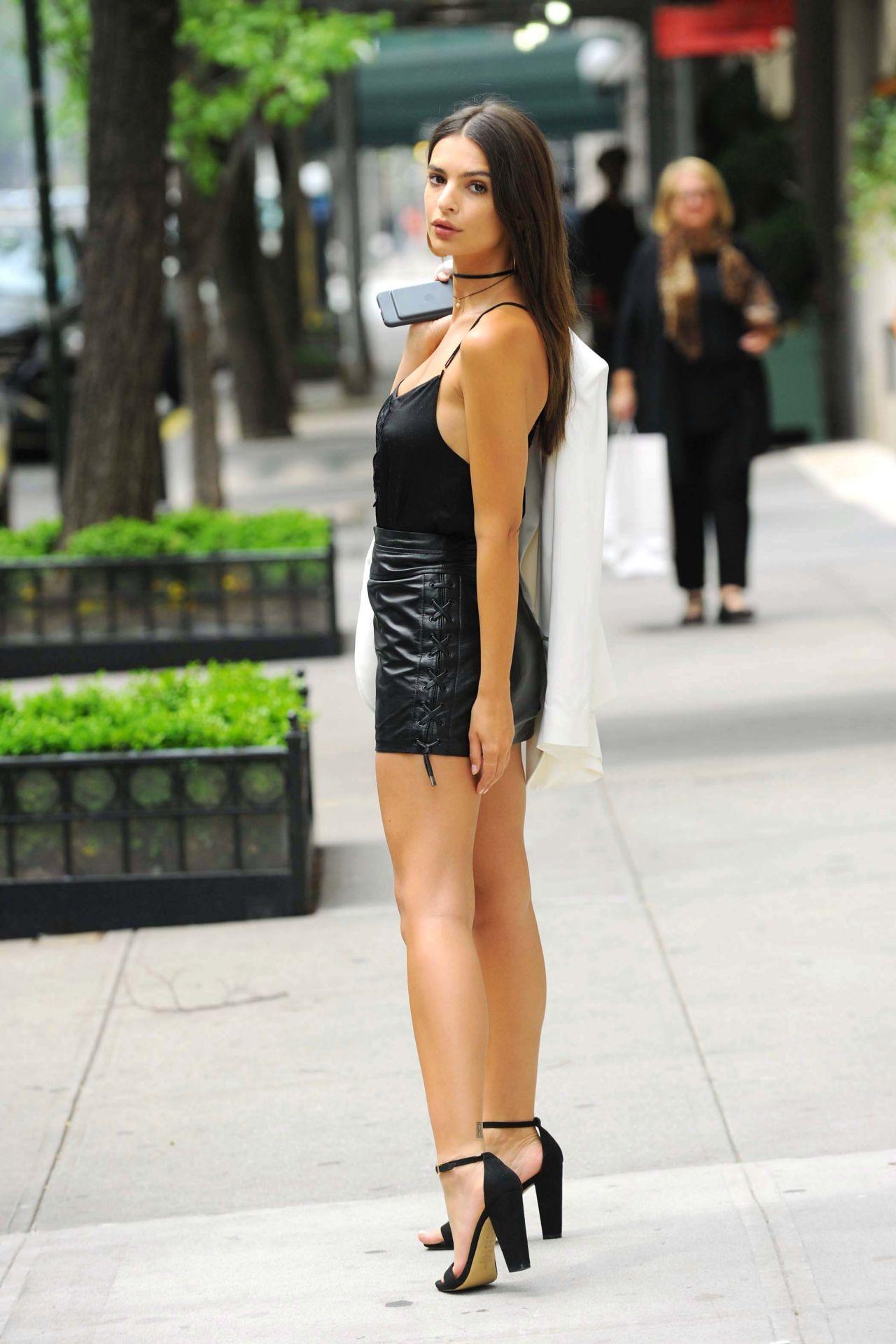 Emily Ratajkowski Chic Street Style New York City July 2016