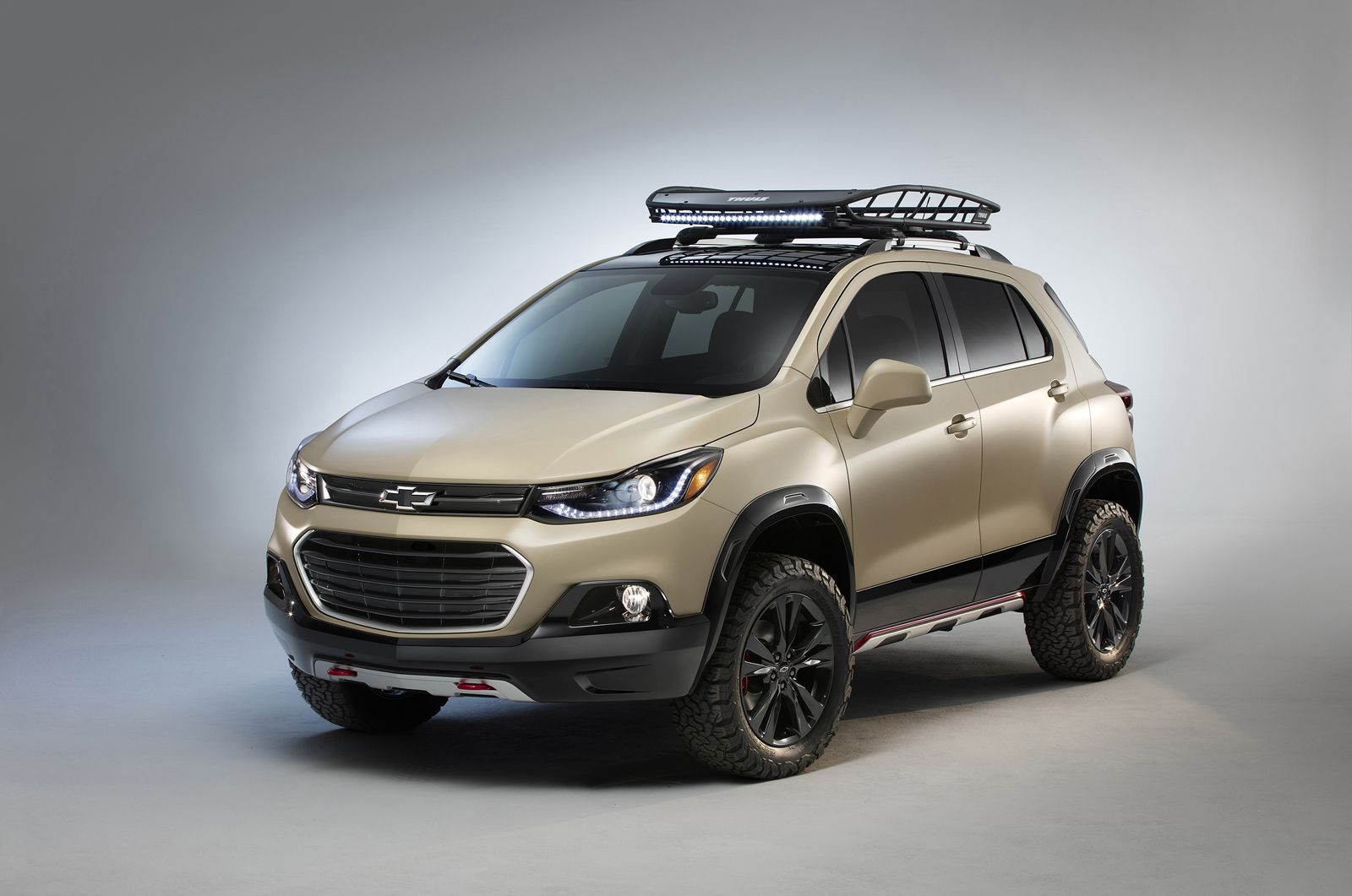 Chevy Show Trucks Tackle The Sand To Get To Sema Carscoops Chevrolet Trax Chevrolet Trax