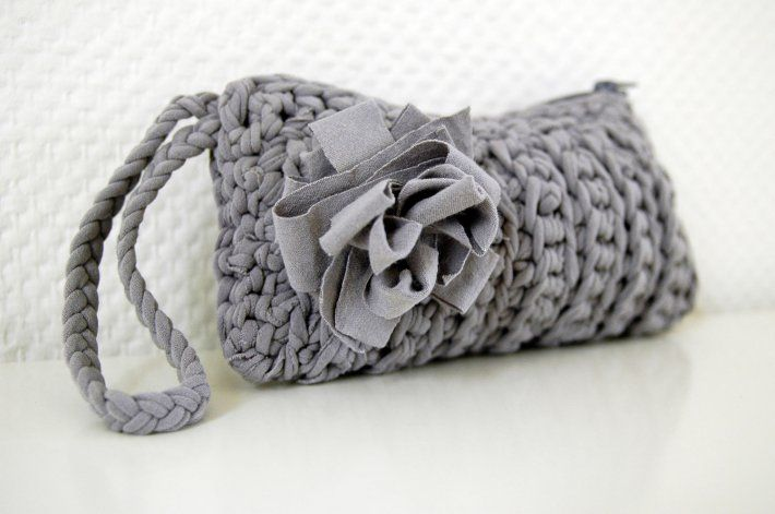 for the really ambitious... grey crochet clutch made from 1 t-shirt