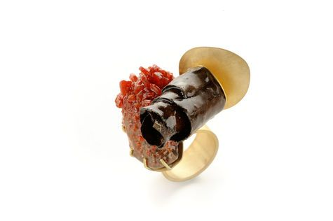 Isabel Dammermann: 18ct gold, tobacco leaf, vanadinite