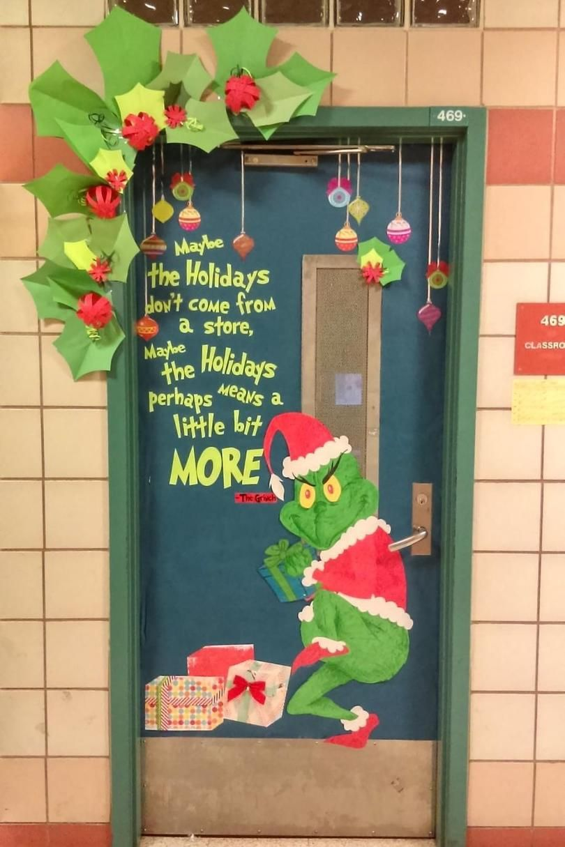 19 Christmas Classroom Doors to Welcome the Holidays #christmasdoordecorationsforwork