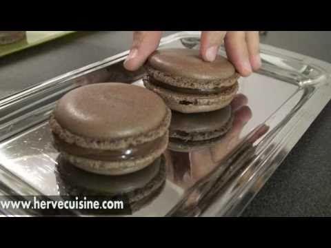 Une Recette Facile En Video Pour Apprendre A Faire Des Macarons Au Chocolat Coque Et Ganache Macaron Chocolat Recette Macaron Macaron Facile