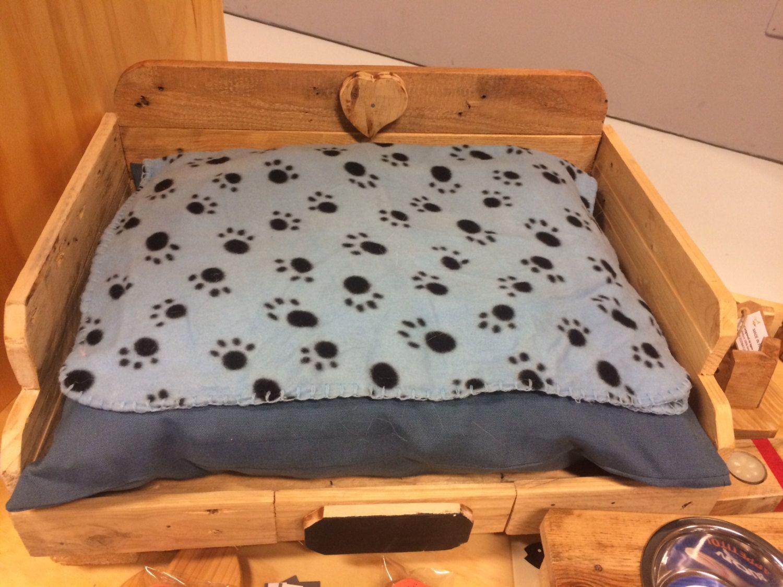 Cuccia per animali in legno riciclato Pallet, letto per cani medio ...