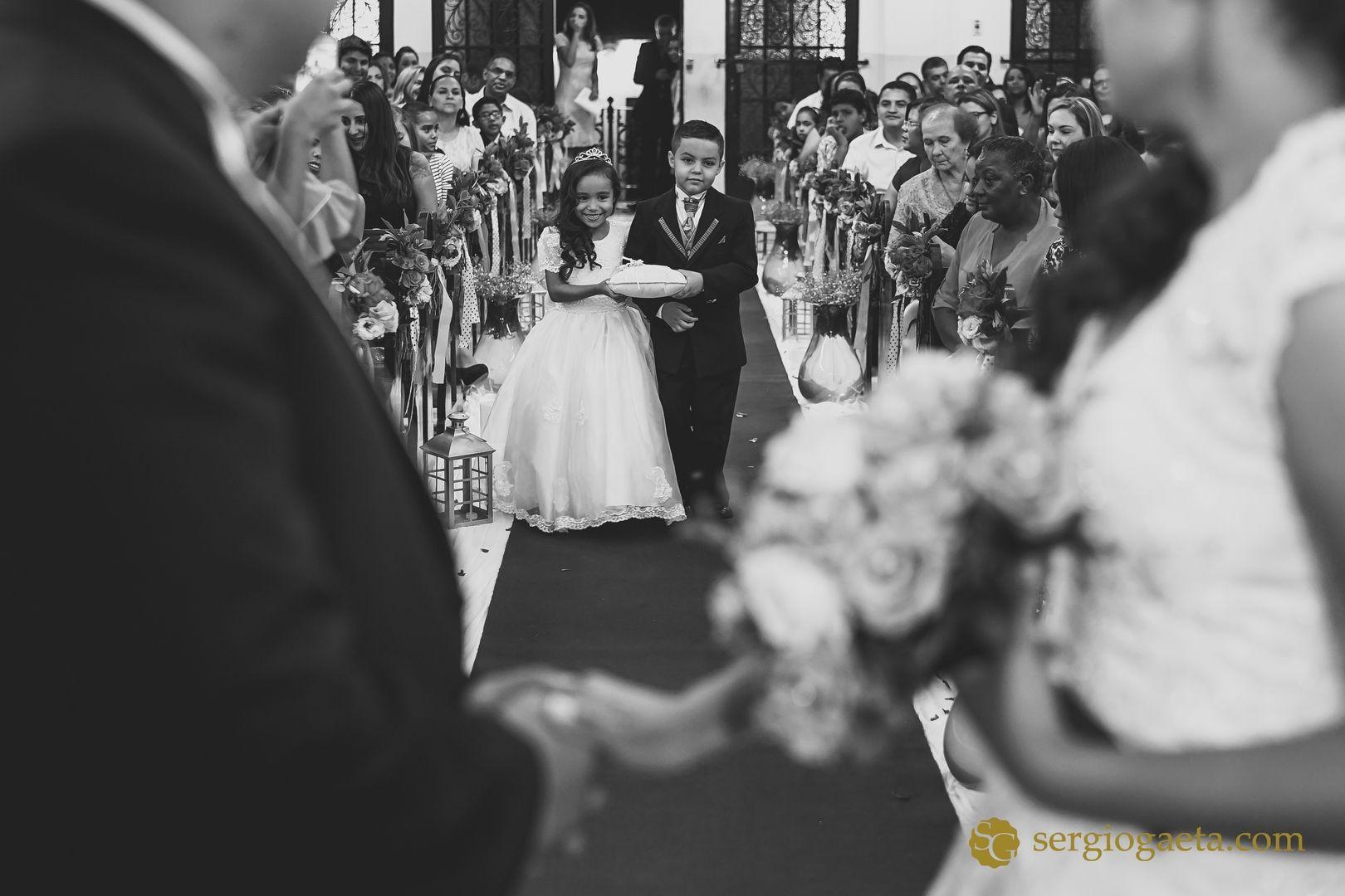 #wedding #pajen #damadehonra #noivos #novios #bride #groom #weddingphotojournalism #weddingdress #fotojornalismocasamentosp #igreja #brprofessionalphotographers #sony #sonyimages #a7ii #buque #love #aliancas #weddingrings
