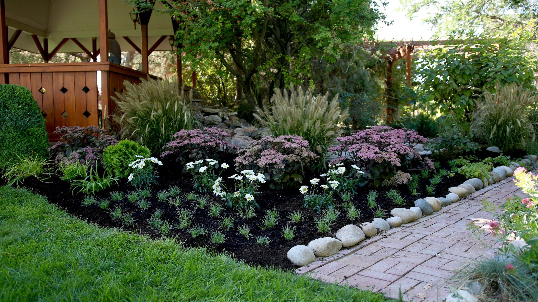 Landscape Makeover Part 2 // Bulbs and Drip Trube