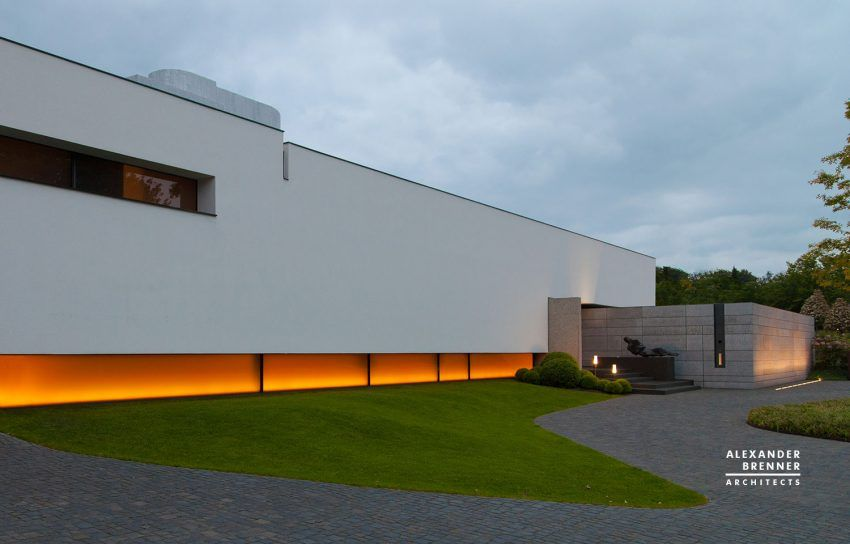 Post Bredeney brenner architects design a spacious contemporary home