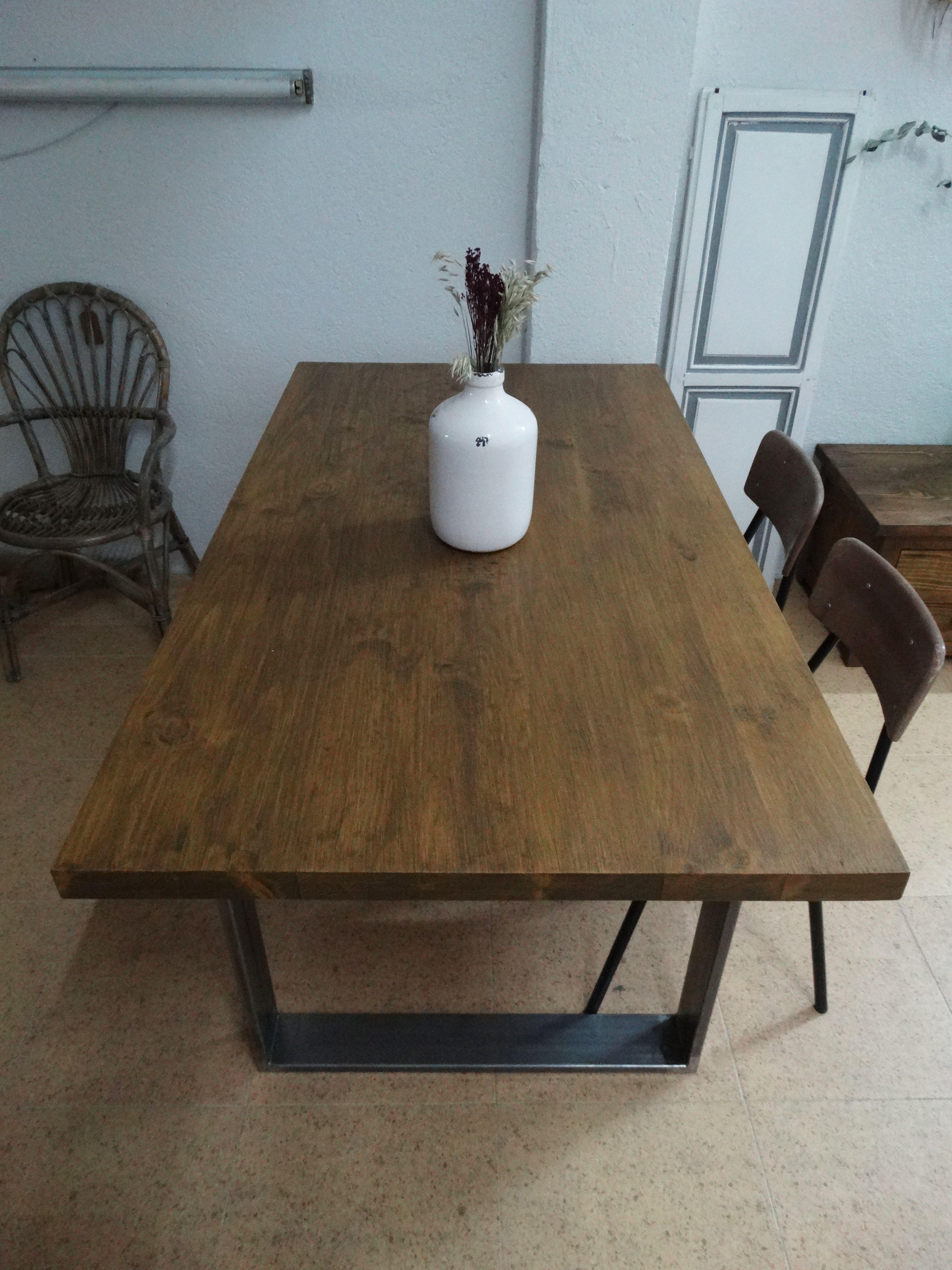 Mesa de comedor industrial mesa de comedor hecha con for Mesa comedor madera y metal