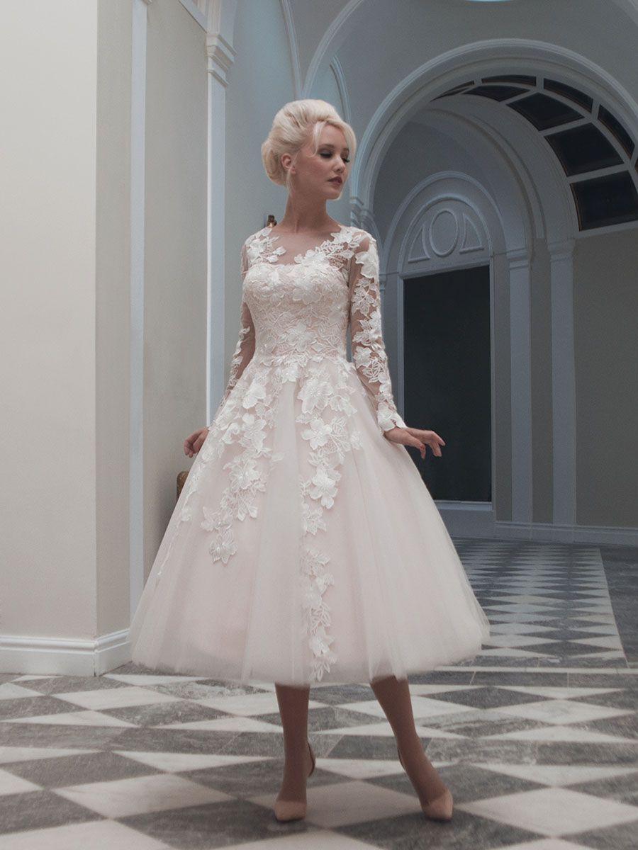 Wedding renewal dresses for beach  Femminilità in corto