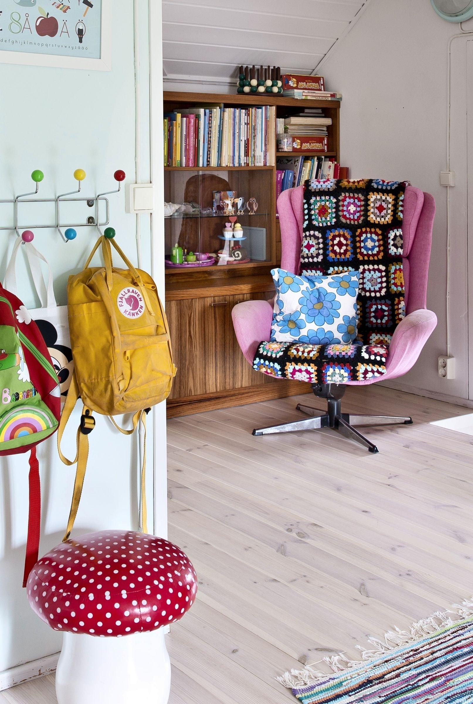 Värikäs ja retrohenkinen koti. Colourful and vintage style home.| Unelmien Talo&Koti Kuva: Camilla Hynynen Toimittaja: Jaana Tapio
