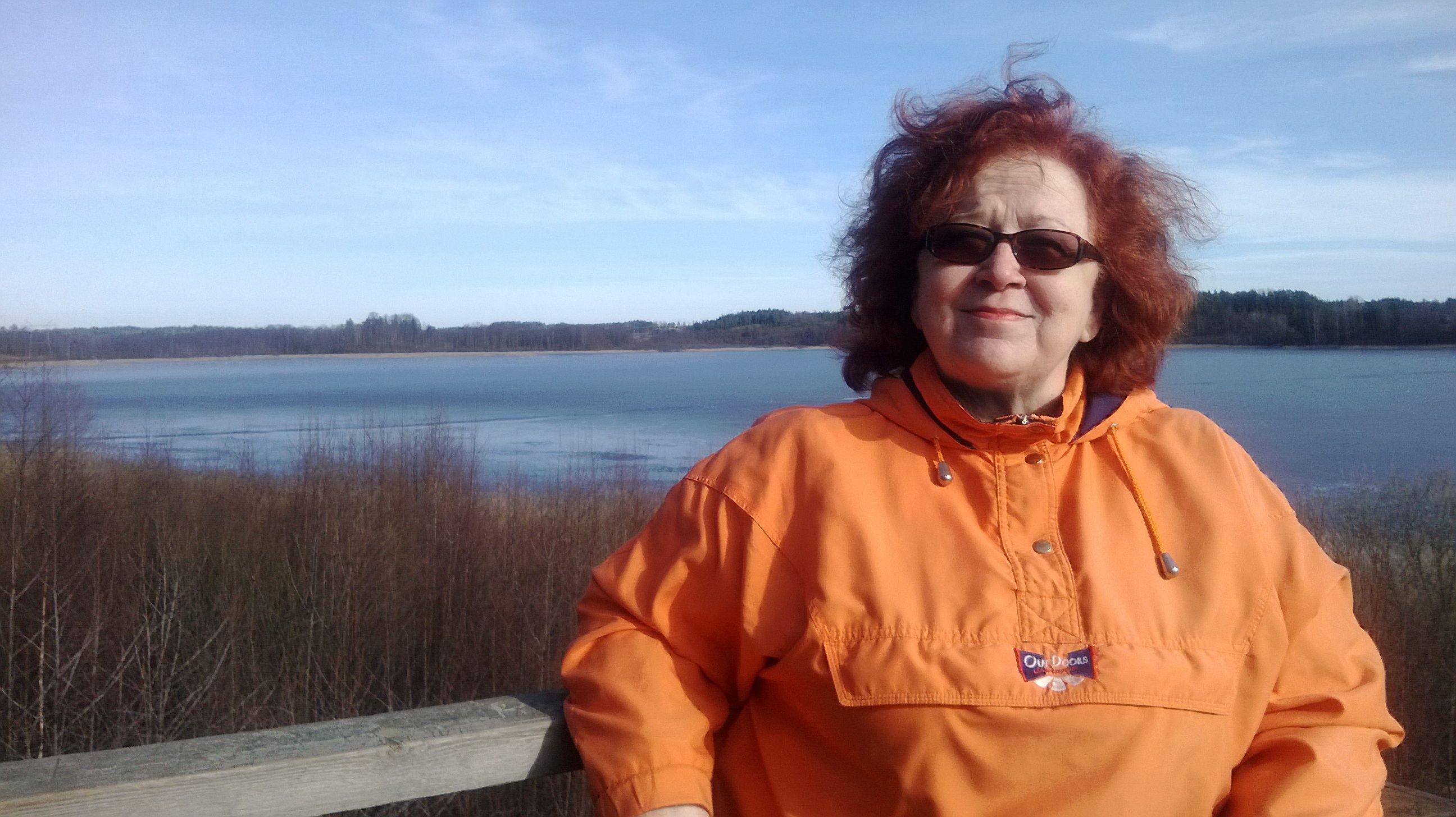 Joskus keväällä näyttää että järvi on täynnä joutsenia ja muita muuttajia. Järvi on melko matala ja siellä on ainakin kaksi lintu tornia katselemista varten..