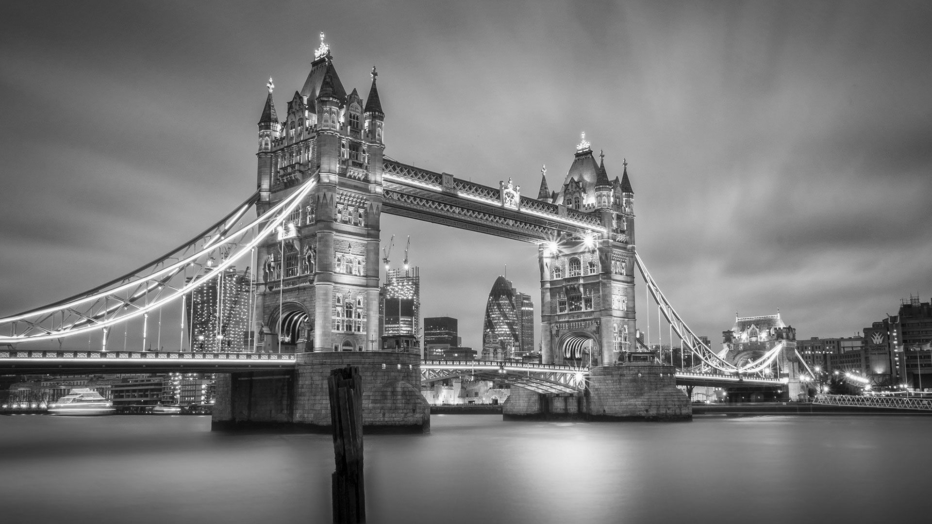 21 Classic Black White Beautiful London Wallpaper In 2020 London Wallpaper Picture Frame Art Night Scene