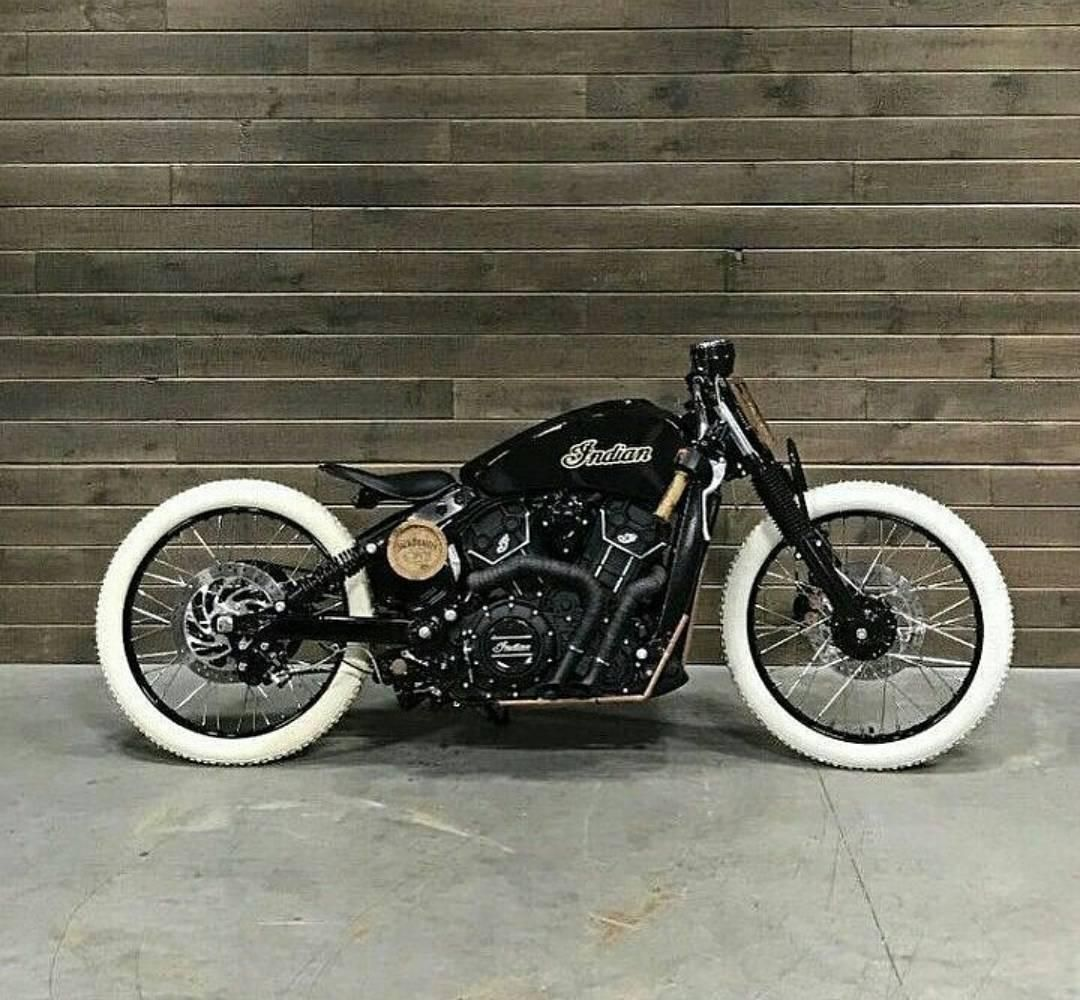 Loving This Indian Custom It Looks So Awesome With The Contrast Between The Black And White Roadstermagazin Woul Bobber Motorcycle Bobber Motorcycle [ 1000 x 1080 Pixel ]