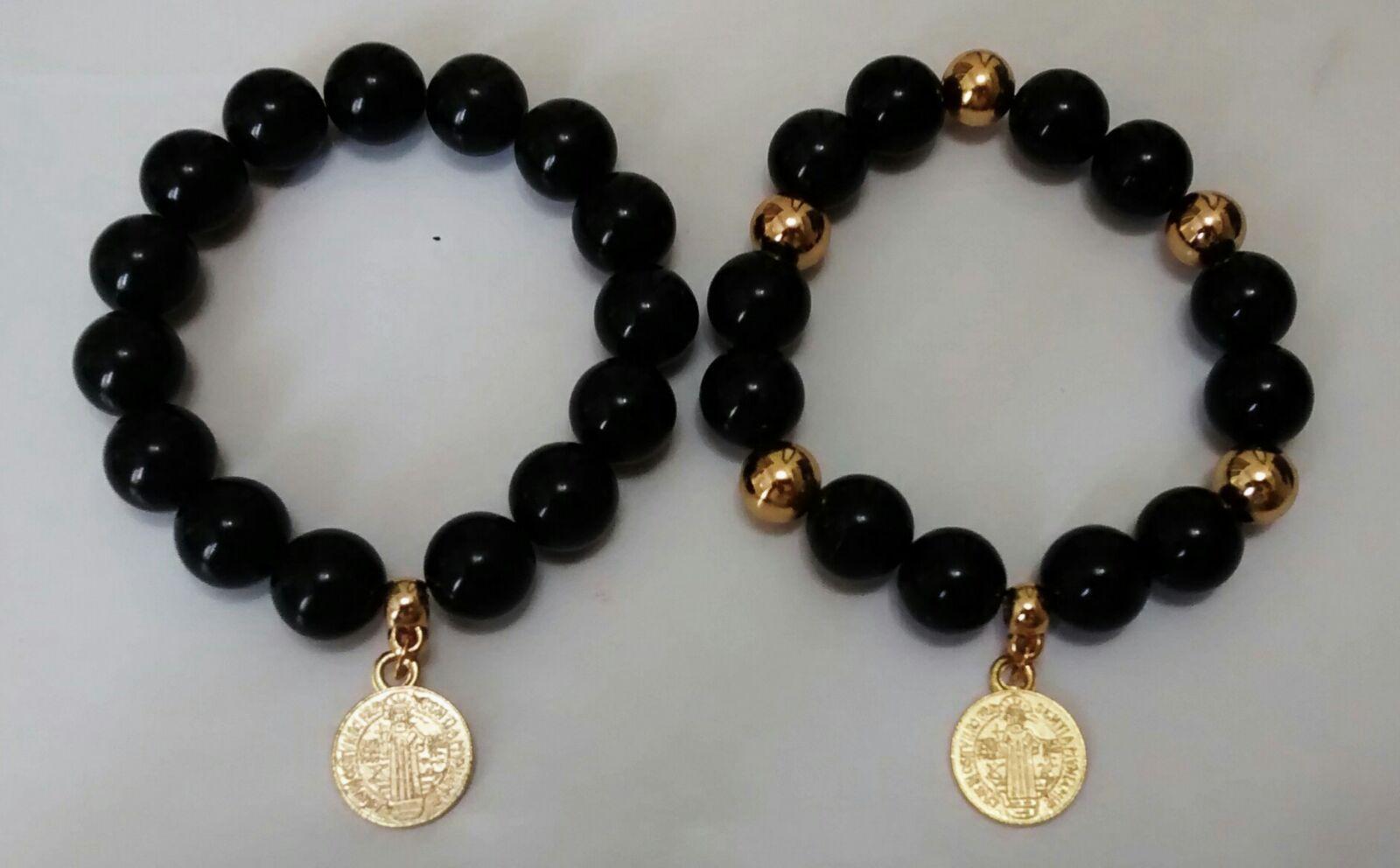 4fc87585344e Pulseras en turmalina negra, medalla de San Benito. | pulseras ...