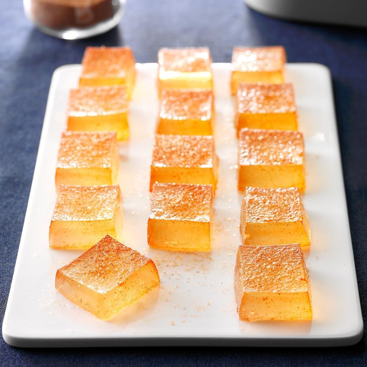 Spiced Apple Cider Jelly Shots #spikedapplecider