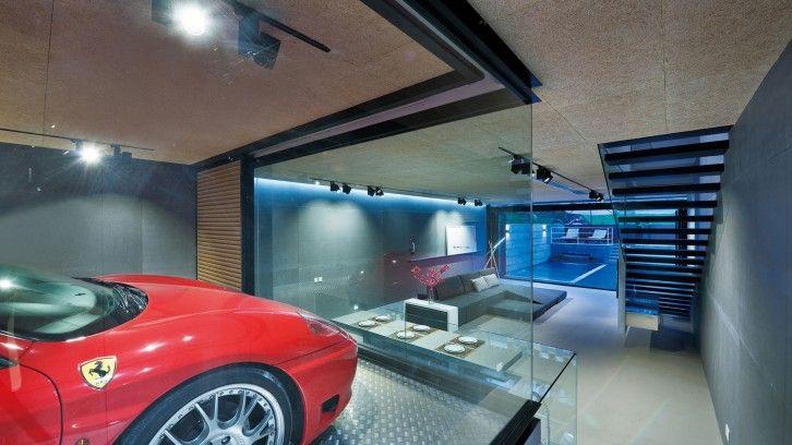 Hongkong: Wie Man Einen Ferrari Im Wohnzimmer Parkt