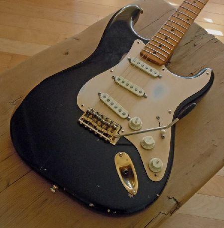 black strat gold pickguard 2 guitarras gold black strat gold pickguard 2
