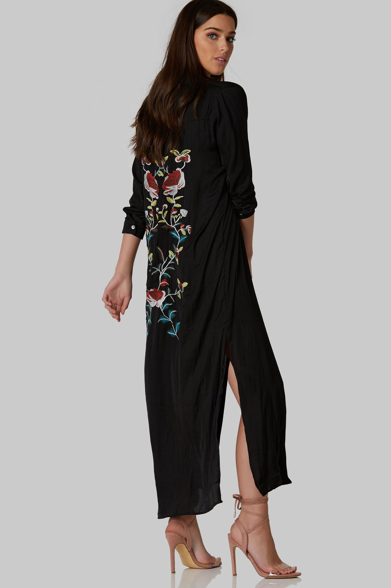 Stunning maxi dress made of comfy material intricate floral