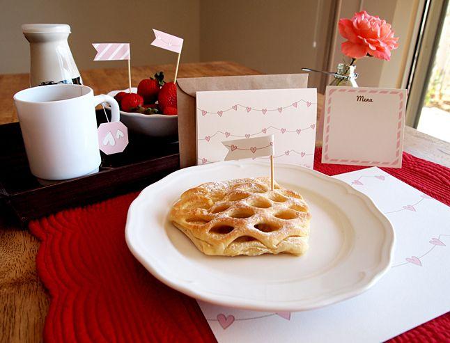 Het is bijna Valentijnsdag en wil je je geliefde culinair verrassen? Geef dan het perfecte ontbijtje op bed, compleet gemaakt met de printables en tips vanDesignisyay. Wat heb je nodig? – Printables voor de vlaggetjes, placemat, kaartje voor om de deurknop en de menukaart – Theezakje met zijn/haar favoriete thee – 3 korte houten prikkertjes […]