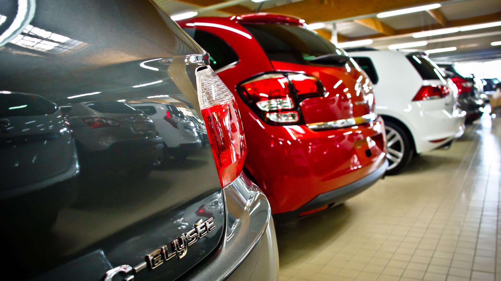 Les voitures exposées au showroom Qarson Showroom