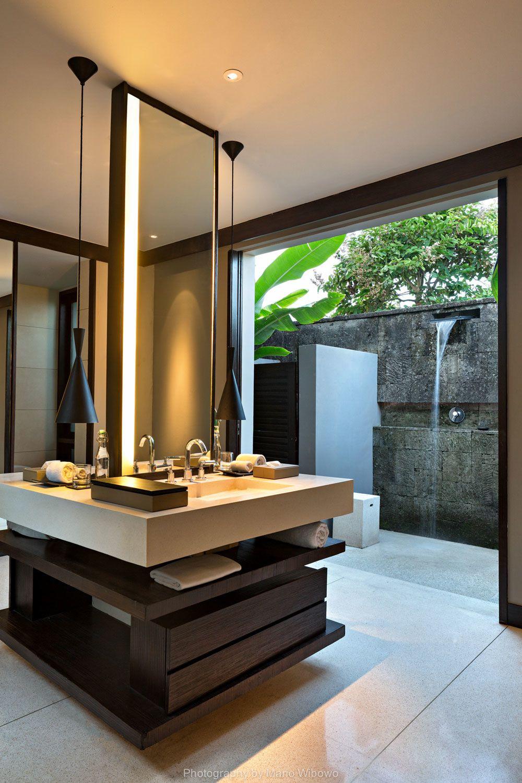 Mountain view villa bathroom at alila villas soori bali - Master bathroom double shower ideas ...