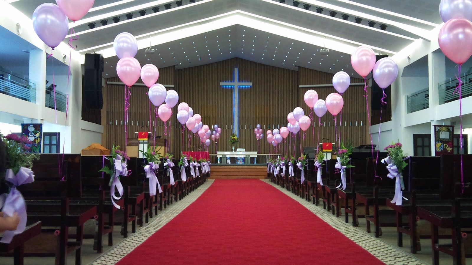 Church decoration like the balloons wedding stuff pinterest balloon decorations for weddings birthday parties balloon sculptures in kuching and sibu sarawak fu yuan church wedding decoration on may 2009 junglespirit Choice Image