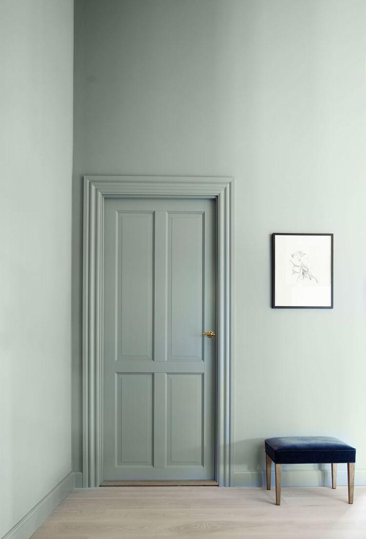 zimmertüren streichen wandfarbe mintgrün rahmen heller laminat