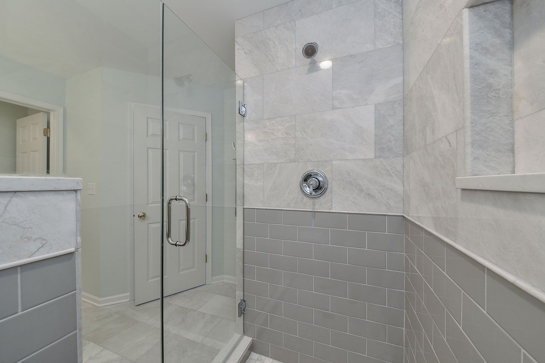 44 Beautiful Bathroom Shower Remodel Ideas Zyhomy Restroom Remodel Bathroom Remodel Pictures Bathroom Remodel Designs