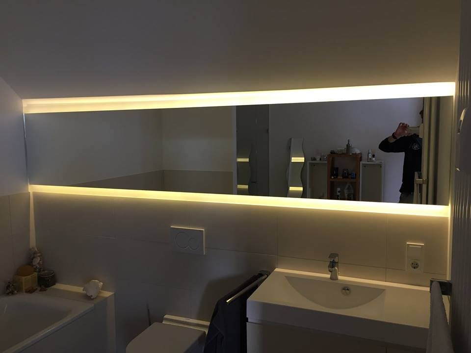 im badezimmer sorgt ein beleuchteter spiegel f r angenehme atmosph re glasprojekte der. Black Bedroom Furniture Sets. Home Design Ideas
