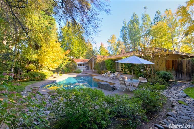 1811 Maple Glen Rd-backyard oasis