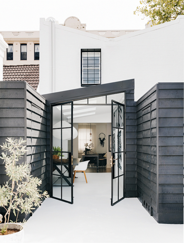 How do you like the latest project by one of my favourite australian interior designers pamela makin another apartment in striking black and white surry also rh pinterest