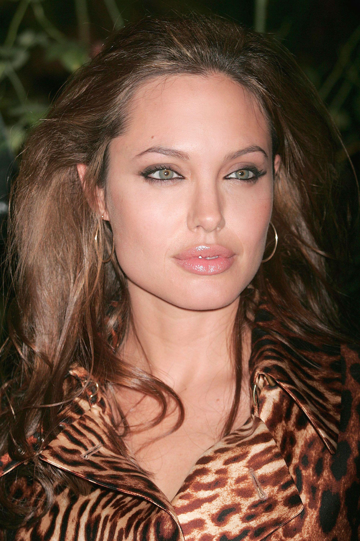 Tres Jolie Angelina S Best Beauty Moments Angelina Jolie Makeup Angelina Jolie Angelina Jolie Photos