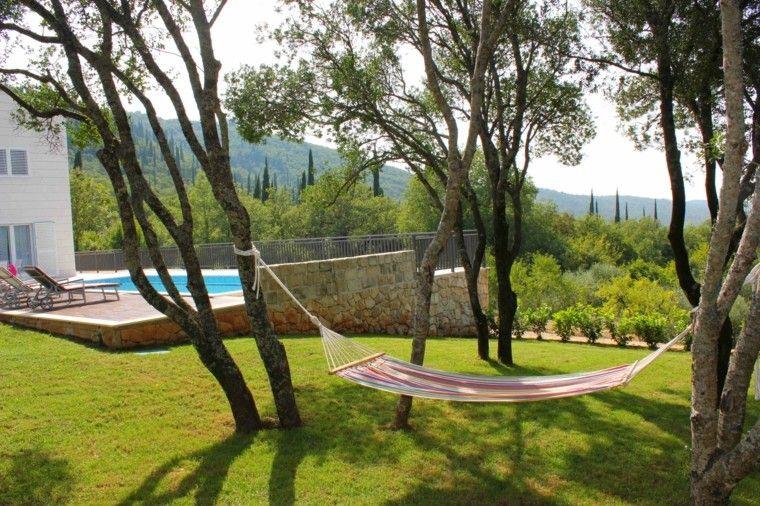 jardn amplio con cesped y hamaca de colores vibrantes - Hamaca Jardin