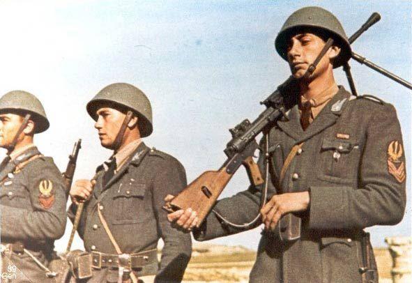 Souvent considérée comme un bijou de mécanique, le Breda mod.30 était une arme très délicate d'entretien et s'enrayant facilement. Son manque de rusti...