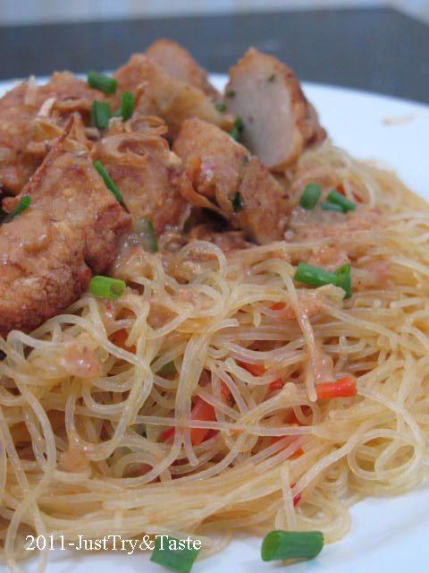 Resep Bihun Pedas Siram Sambal Kacang Dengan Homemade Otak Otak Goreng Masakan Indonesia Resep Makanan Resep Masakan