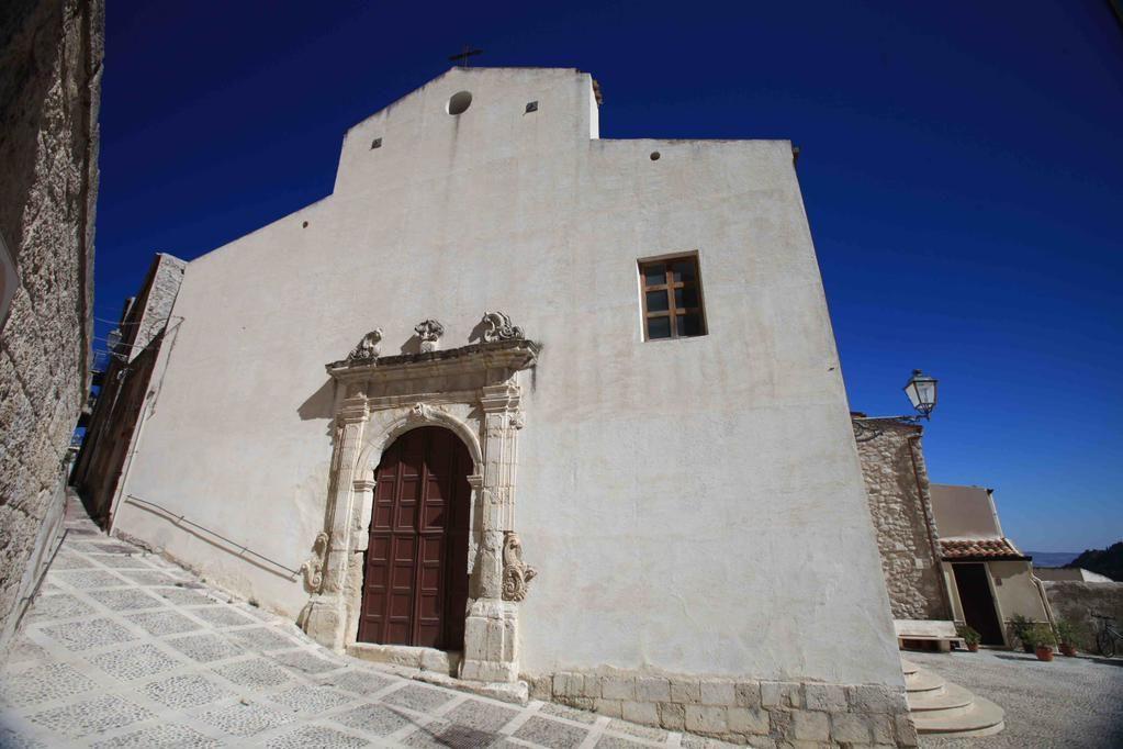 Passeggiando per la #Sicilia... #typicalsicily #Sutera Chiesa Maria SS. Assunta