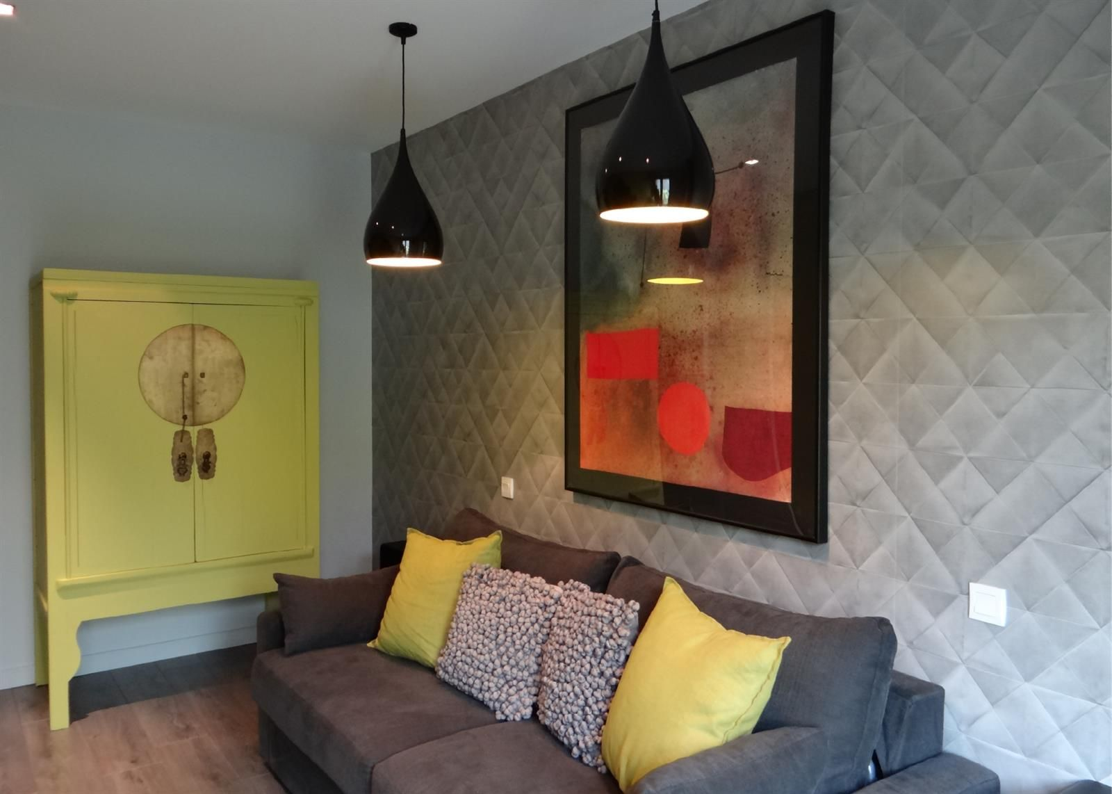 Chambre moderne avec lit BZ. Gris, orange, vert   chambres by jo ...
