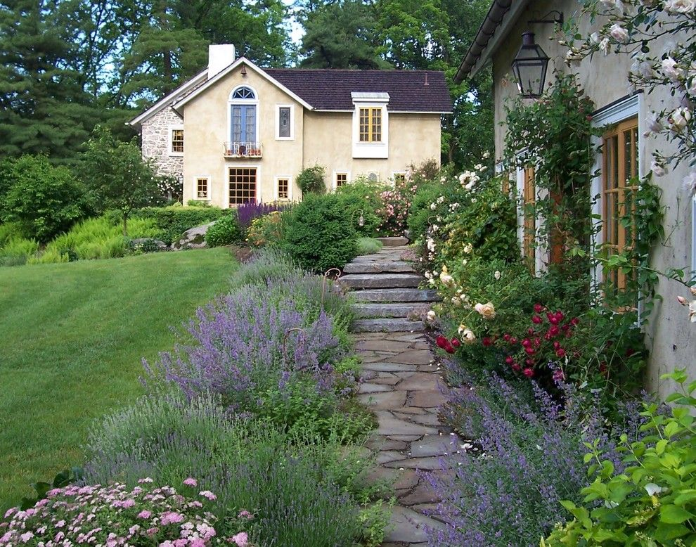 Beautiful Old Farmhouse Landscaping