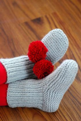 Quick and easy knitted slipper socks to start the new year sox free knitting pattern for nolas slippers nola miller designed this versatile easy pattern in garter stitch and rib project with pompoms by alicekathryn dt1010fo