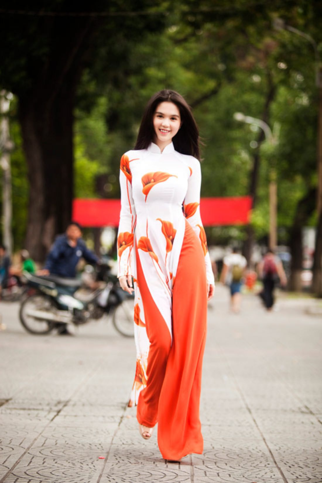 ao dai viet nam gorgeous flowy white and coral long tunic and trousers ao dai. Black Bedroom Furniture Sets. Home Design Ideas